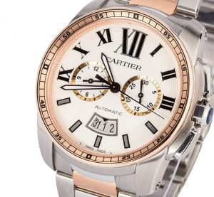 The large size fake Calibre De Cartier W7100042 watches have silver-plated dials.