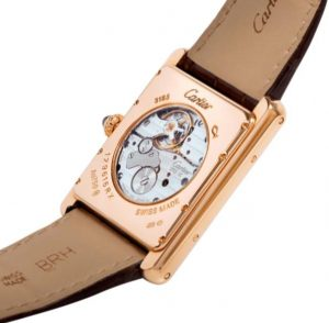 Equipped with calibers Cartier 9753, the hand-winding mechanical watches have 40 hours power reserve.