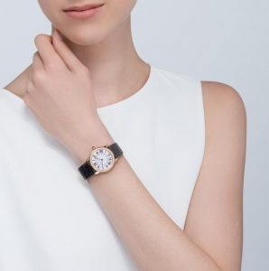 The elegant copy Ronde Solo De Cartier W6700355 watches are designed for females.