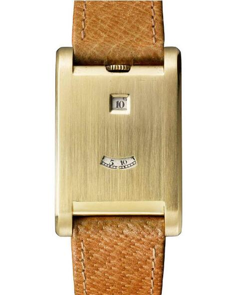 In fact, this Cartier doesn't have a common dial.